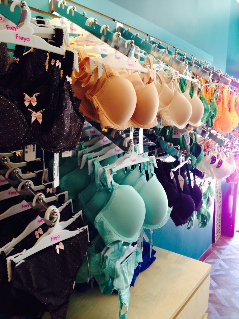 Best lingerie shops in Toronto, ON Showing of $ Inexpensive $$ Moderate $$$ Pricey I'm shocked but honored to be the first to review my new favorite lingerie shop. While Yonge and Eg is not an area that I typically frequent, this location is well worth the trip. read more.
